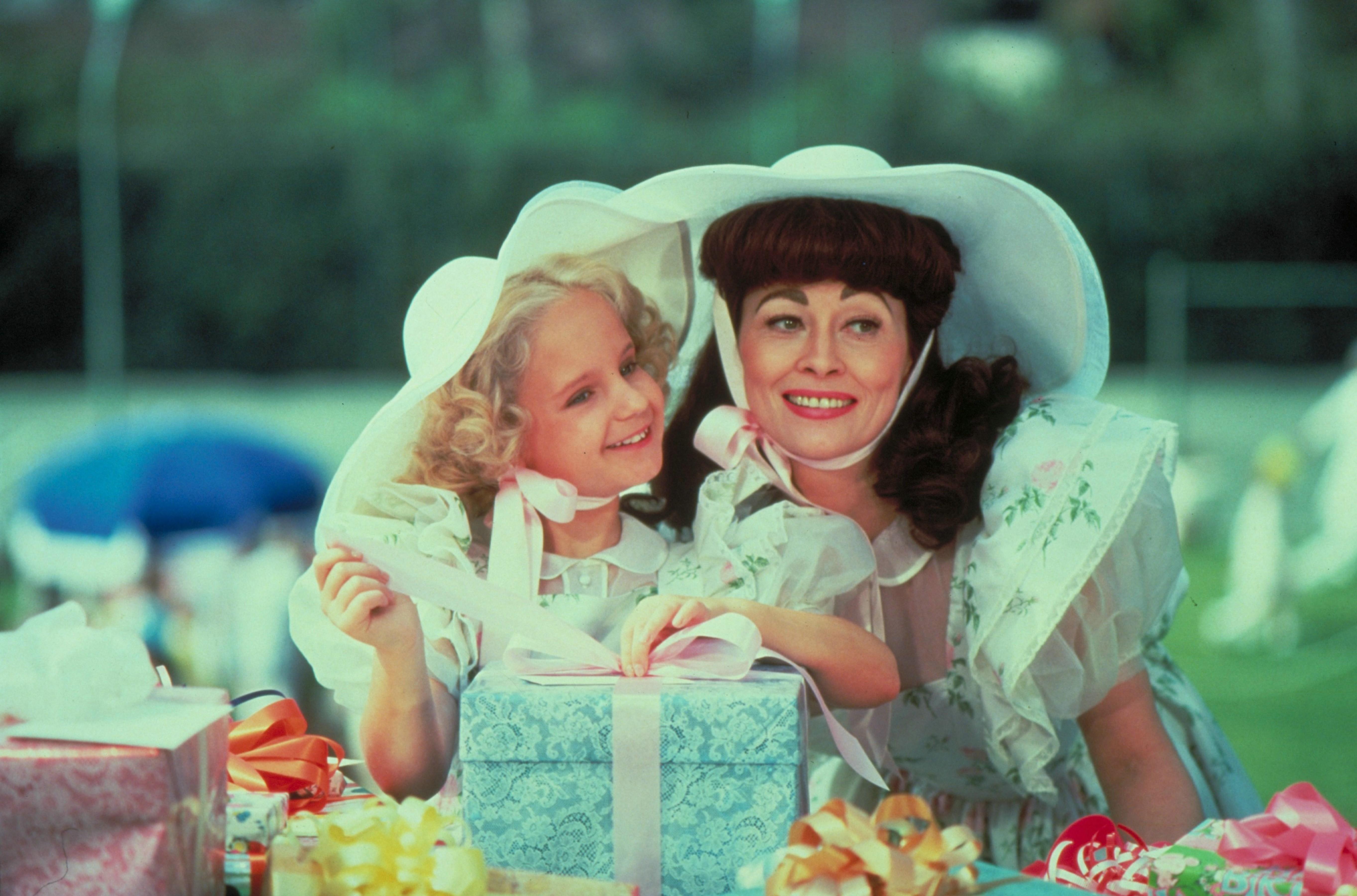 Faye Dunaway and Mara Hobel in Mommie Dearest (1981)