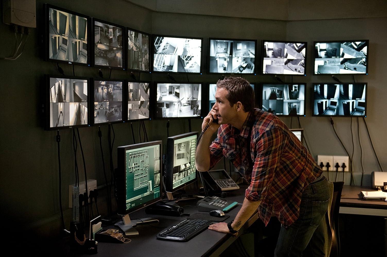 Ryan Reynolds in Safe House (2012)