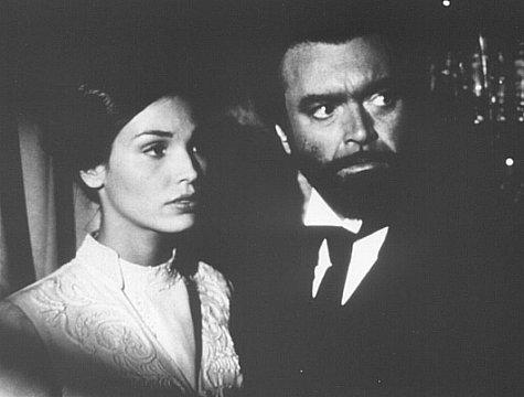 Diego Abatantuono and Inés Sastre in Il testimone dello sposo (1997)