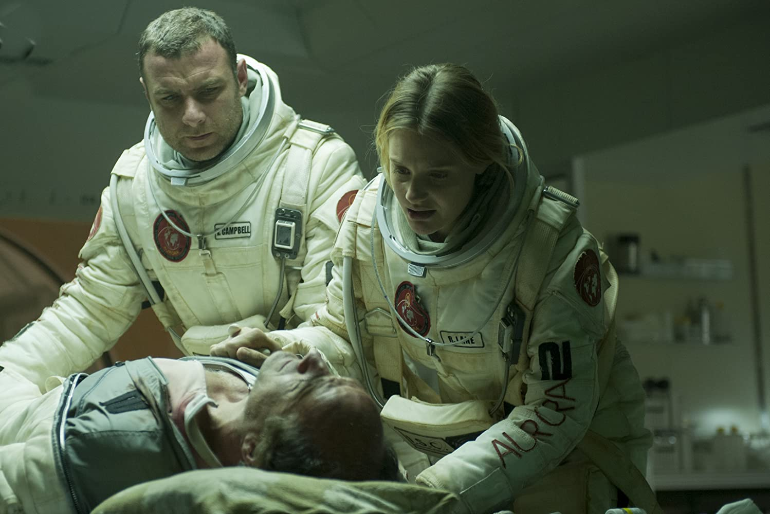 Liev Schreiber dan Romola Garai dalam The Last Days on Mars (2013)
