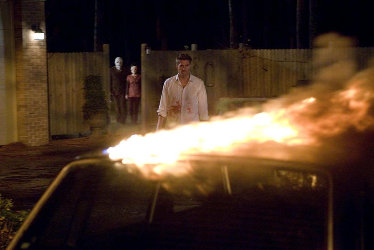 Scott Speedman, Laura Margolis, and Kip Weeks in The Strangers (2008)