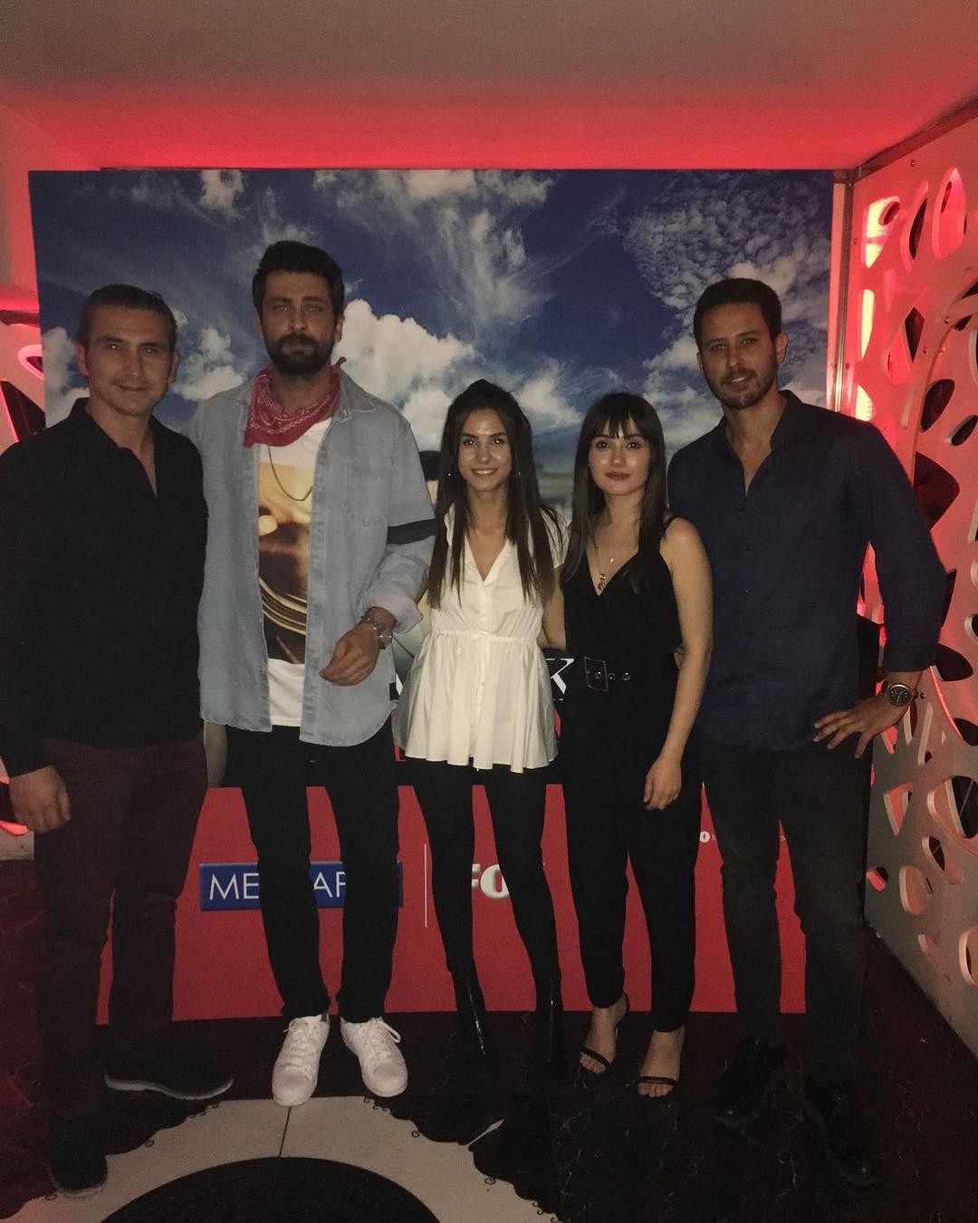 Tuan Tunali, Sevda Erginci, Onur Tuna, Mehmet Pamukcu, and Aysegül Çinar at an event for Yasak Elma (2018)