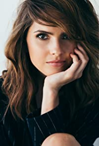 Primary photo for Shelley Hennig