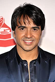 Luis Fonsi Picture
