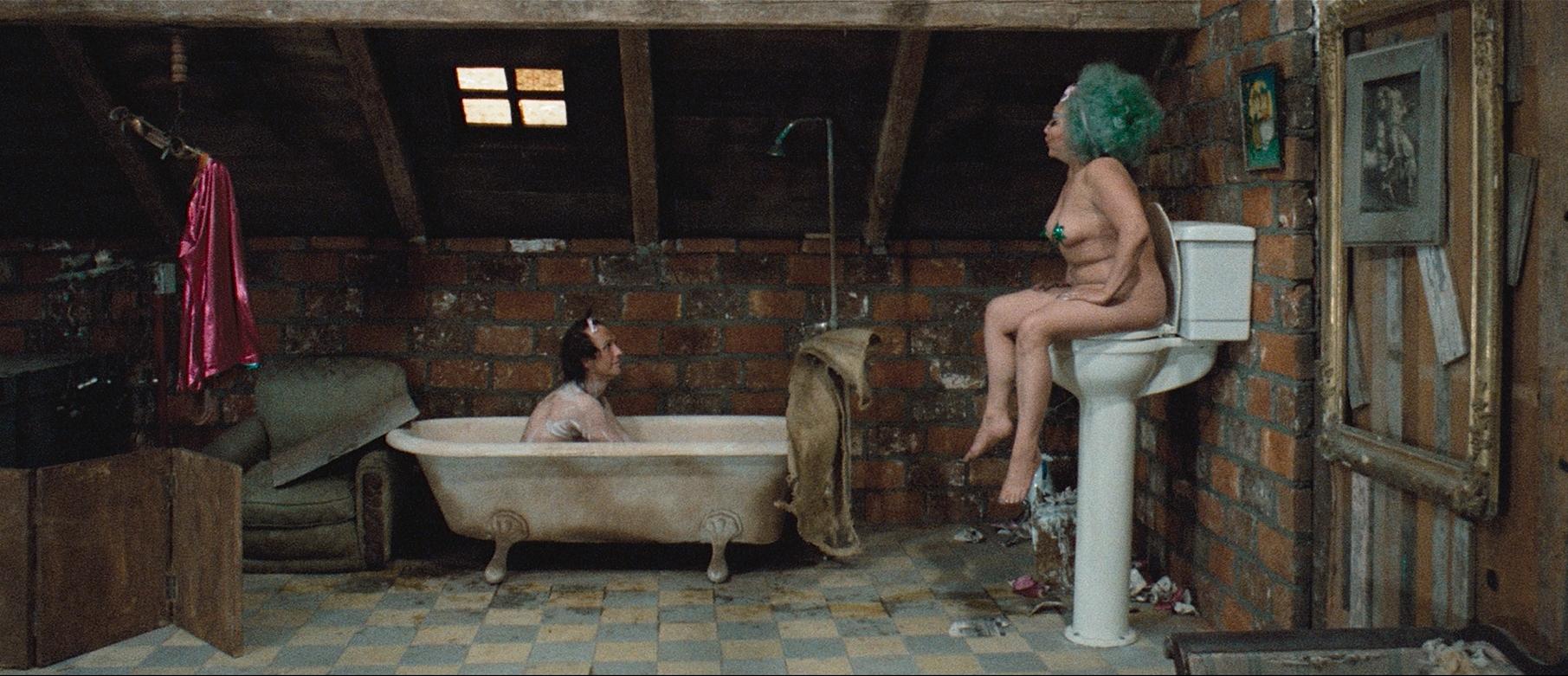 Nicky Nichols and Lupita Peruyero in La montaña sagrada (1973)