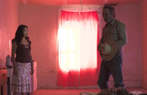 Tommy Lee Jones and Vanessa Bauche in The Three Burials of Melquiades Estrada (2005)