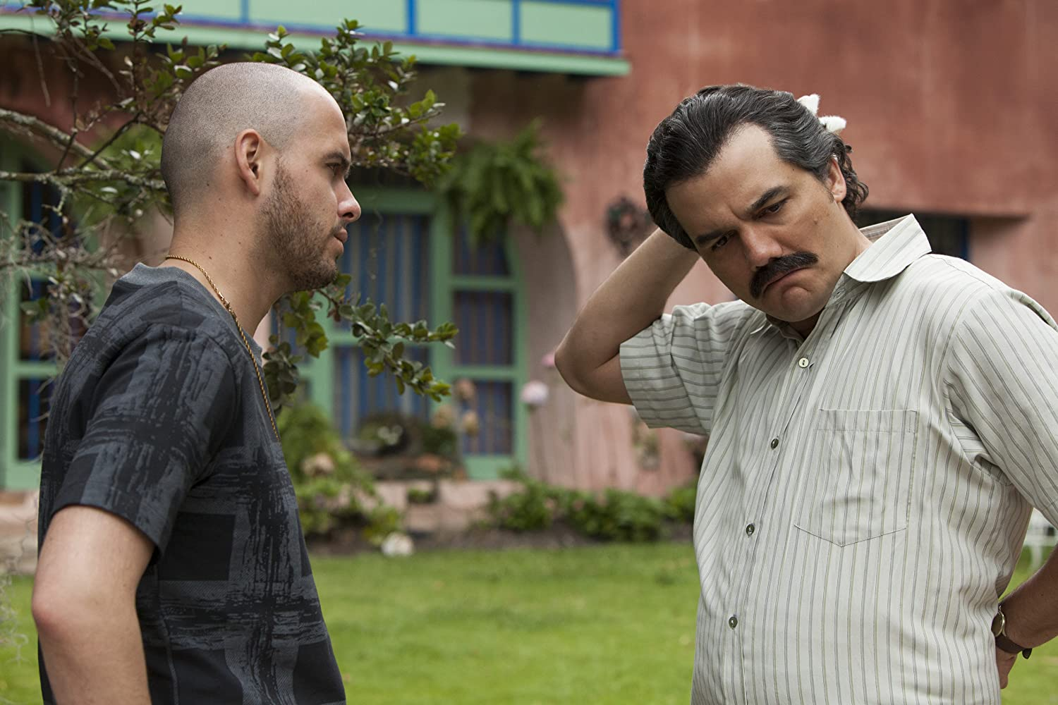Wagner Moura and Alejandro Buitrago in Narcos (2015)