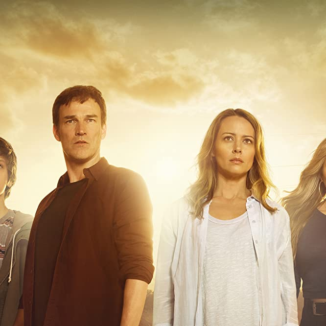 Amy Acker, Stephen Moyer, Natalie Alyn Lind, and Percy Hynes White in The Gifted (2017)