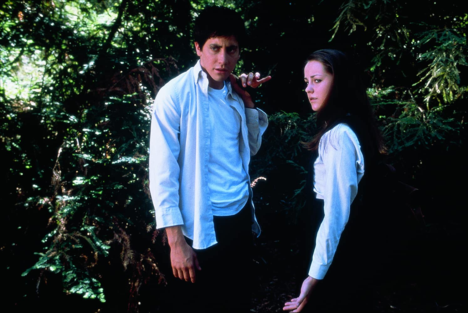 Jake Gyllenhaal and Jena Malone in Donnie Darko (2001)