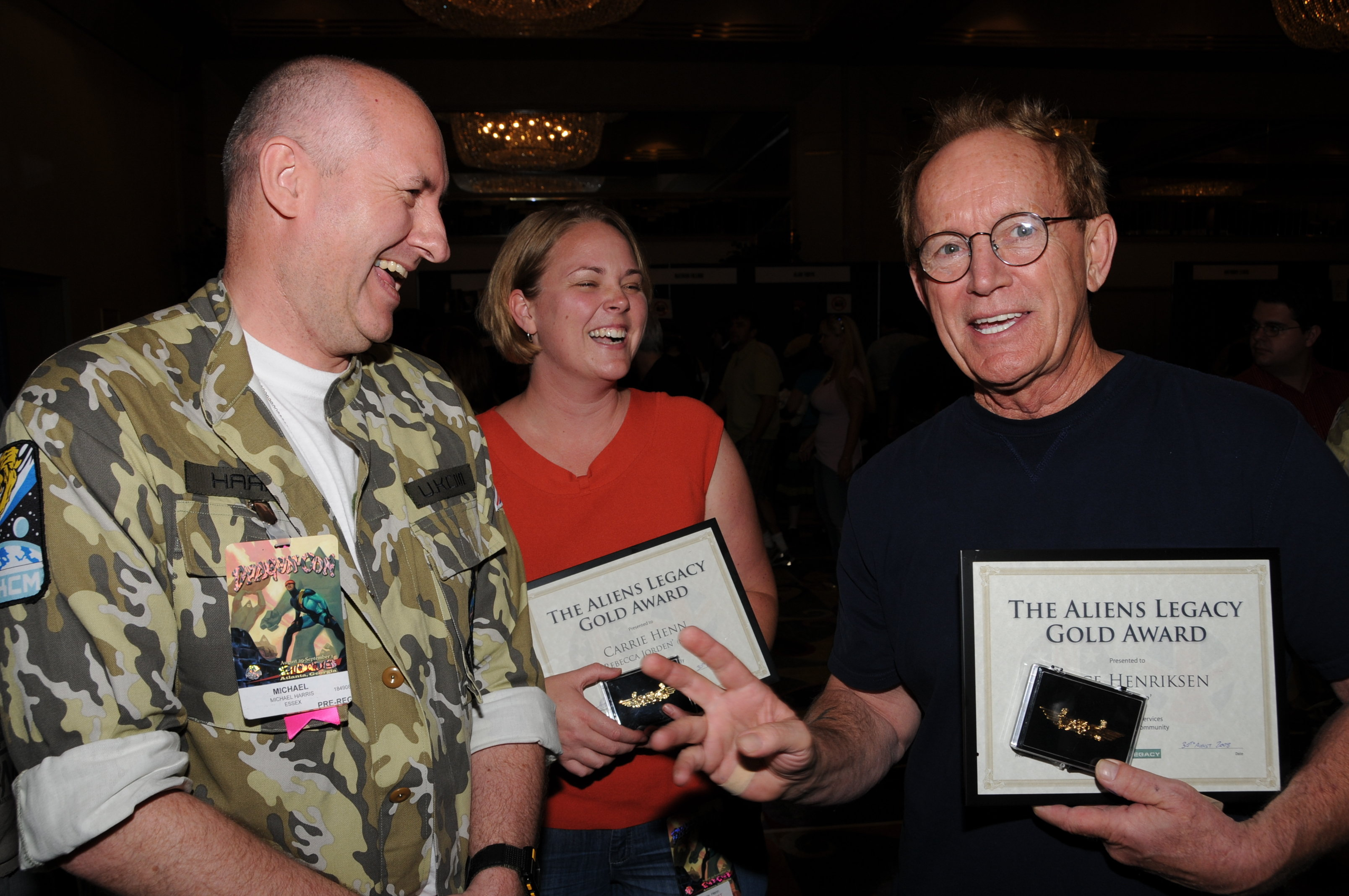 Producer Harry Harris (left) presents Lance Henriksen and Carrie Kutcher with their Aliens Legacy Gold Awards on behalf of Aliens fans worldwide