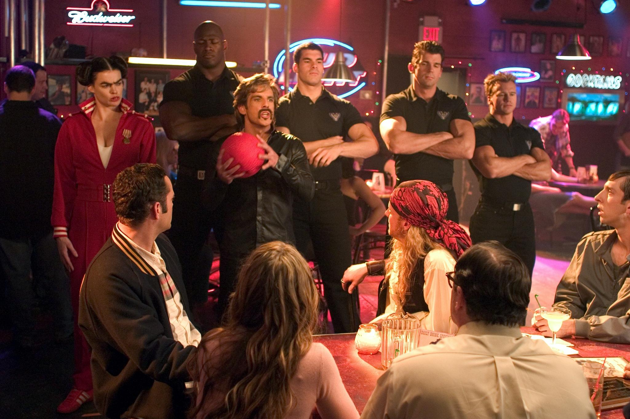 Vince Vaughn, Ben Stiller, Brandon Molale, Missi Pyle, Christine Taylor, Kevin Porter, Jamal Duff, and Rusty Joiner in Dodgeball: A True Underdog Story (2004)