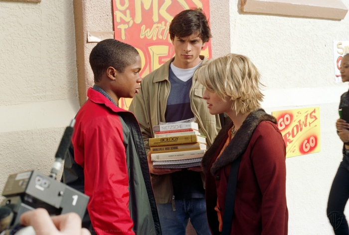 Sam Jones III, Allison Mack, and Tom Welling in Smallville (2001)