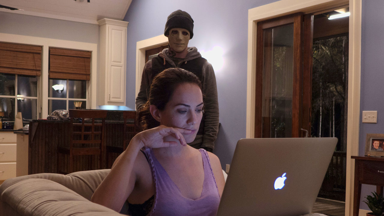 John Gallagher Jr. and Kate Siegel in Hush (2016)