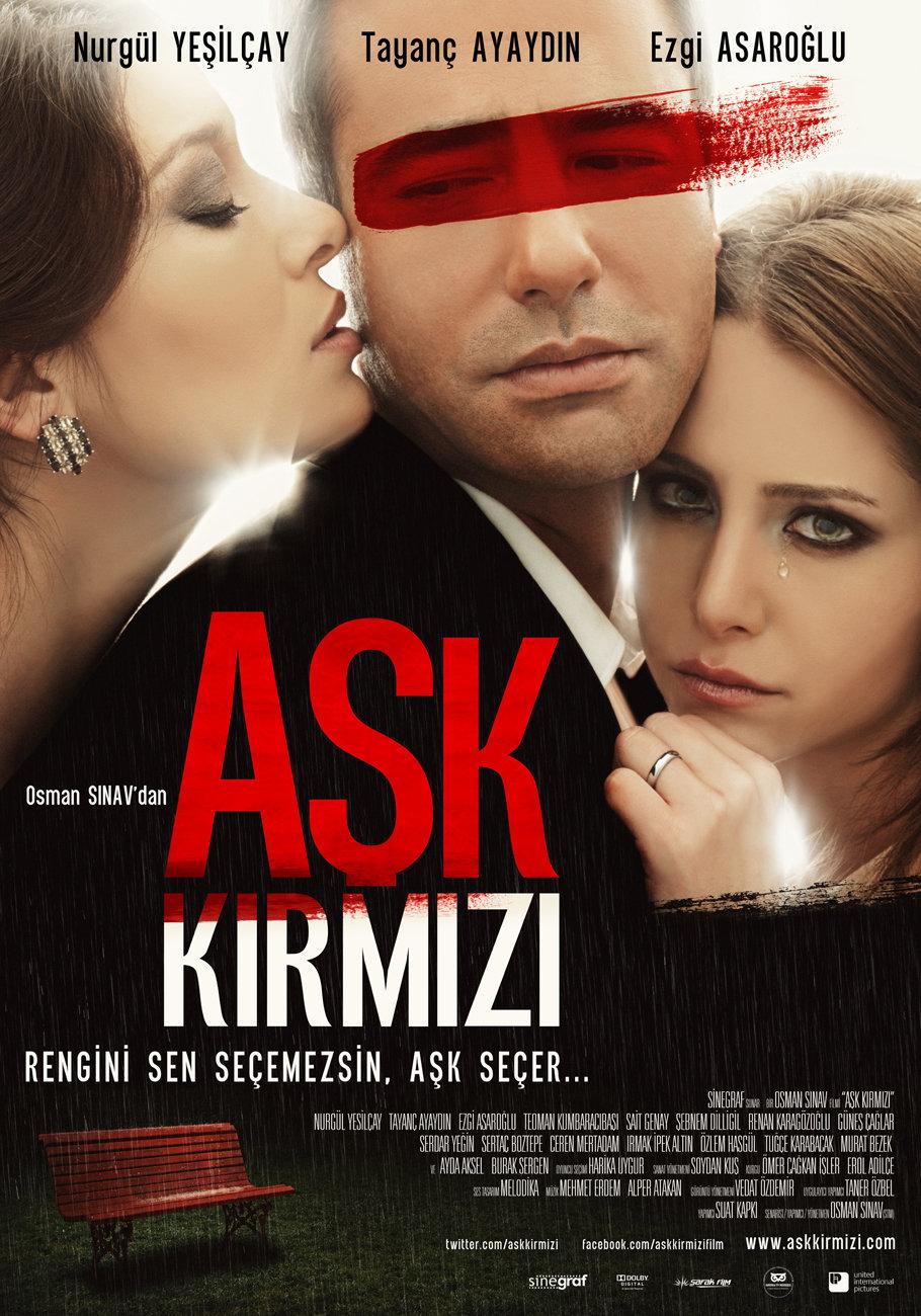 Nurgül Yesilçay, Tayanç Ayaydin, and Ezgi Asaroglu in Ask Kirmizi (2013)