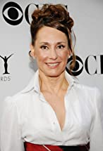 Laurie Metcalf's primary photo