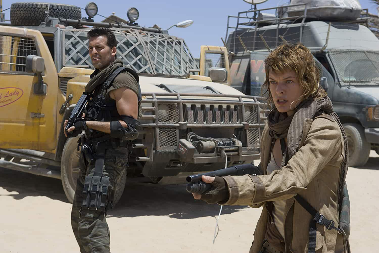 Milla Jovovich and Oded Fehr in Resident Evil: Extinction (2007)