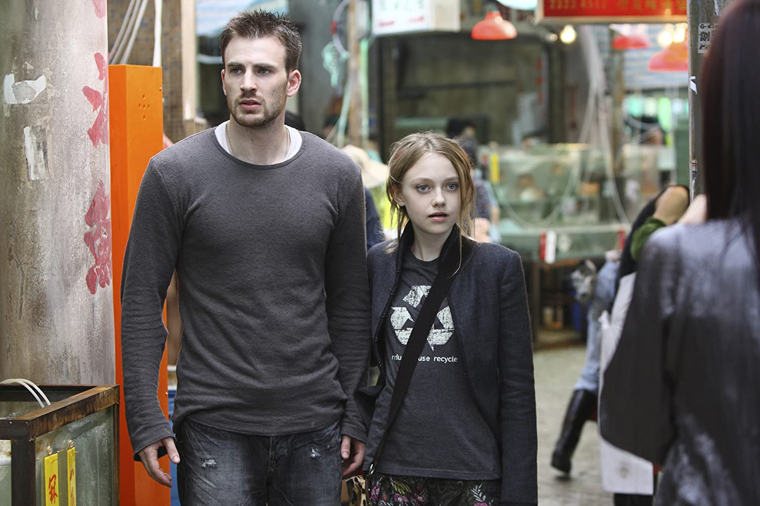 Chris Evans and Dakota Fanning in Push (2009)