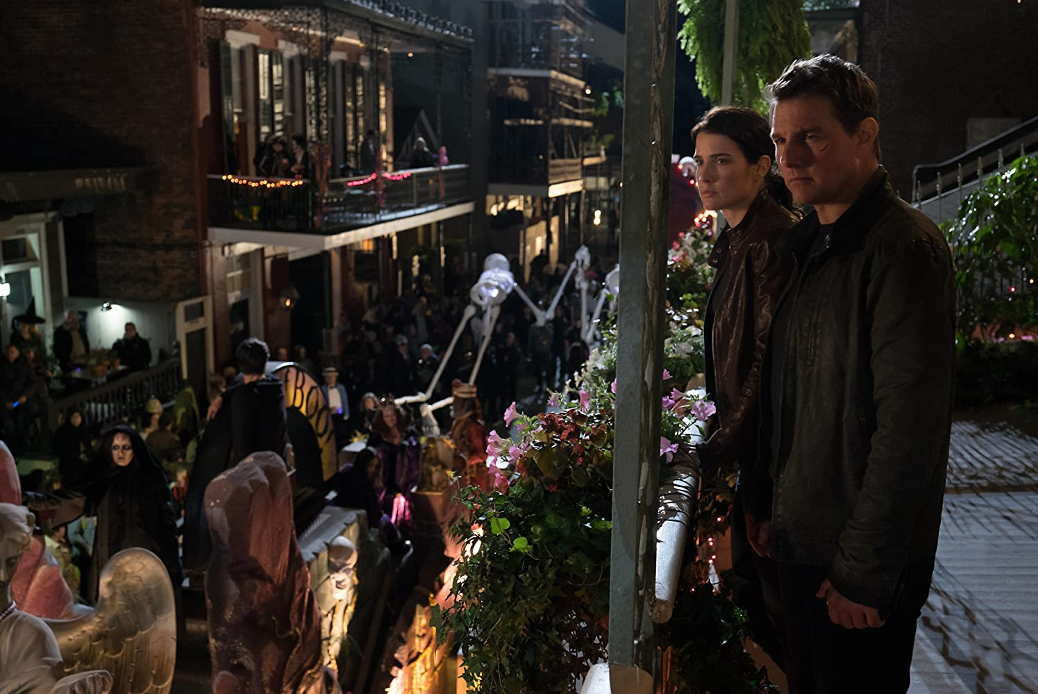 Tom Cruise and Cobie Smulders in Jack Reacher: Never Go Back (2016)