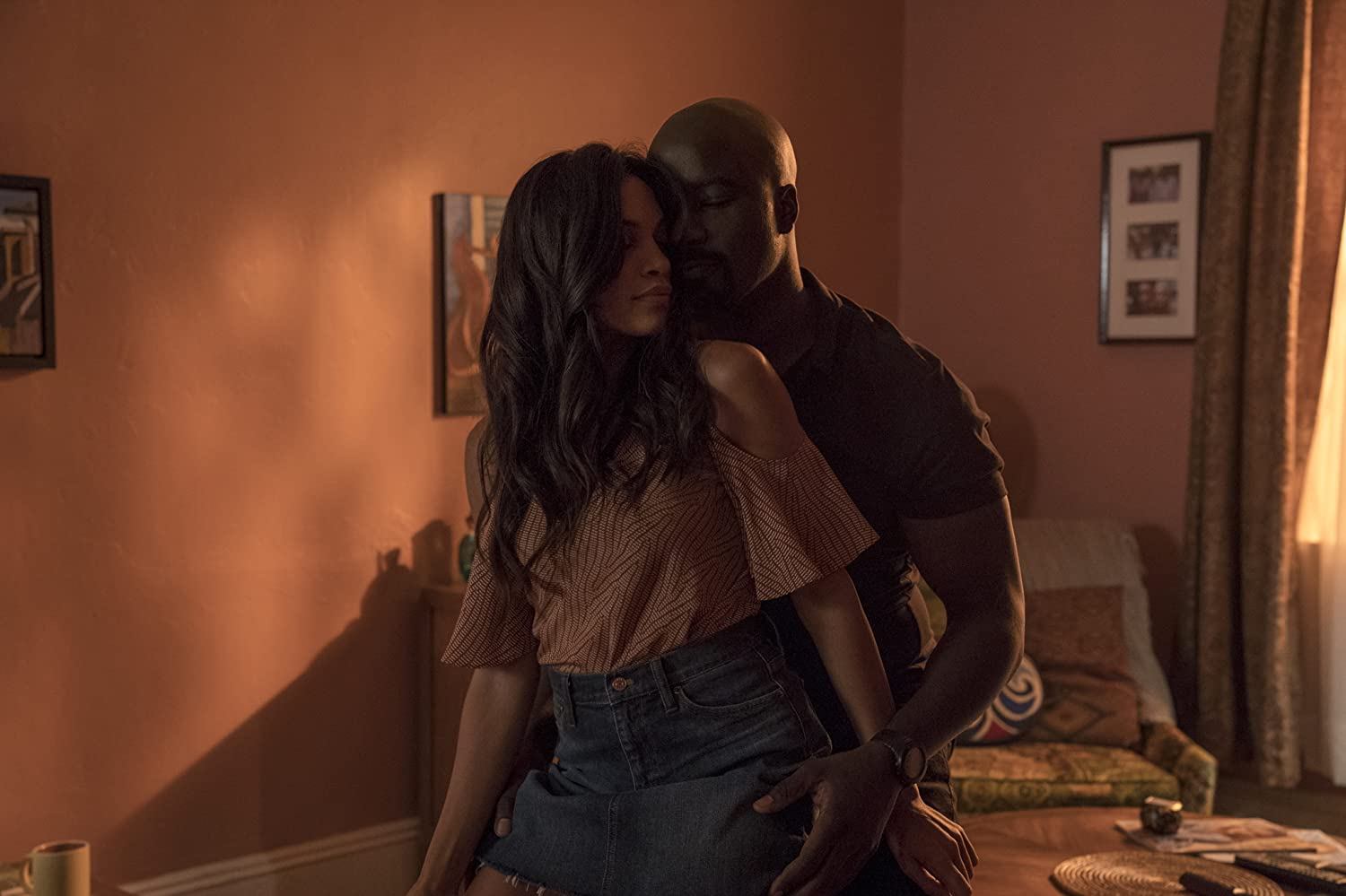Rosario Dawson and Mike Colter in Luke Cage (2016)