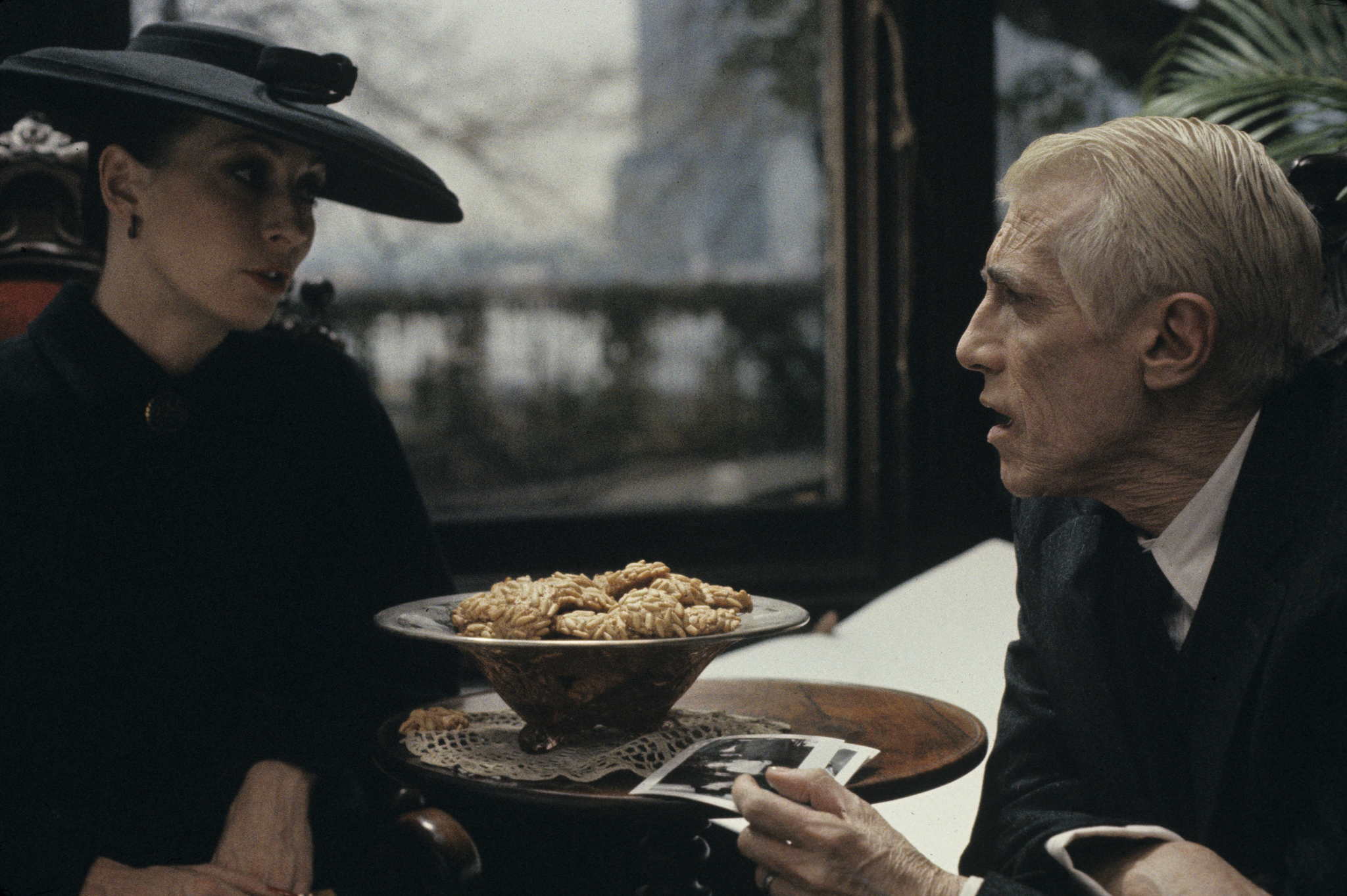 Anjelica Huston and William Hickey in Prizzi's Honor (1985)