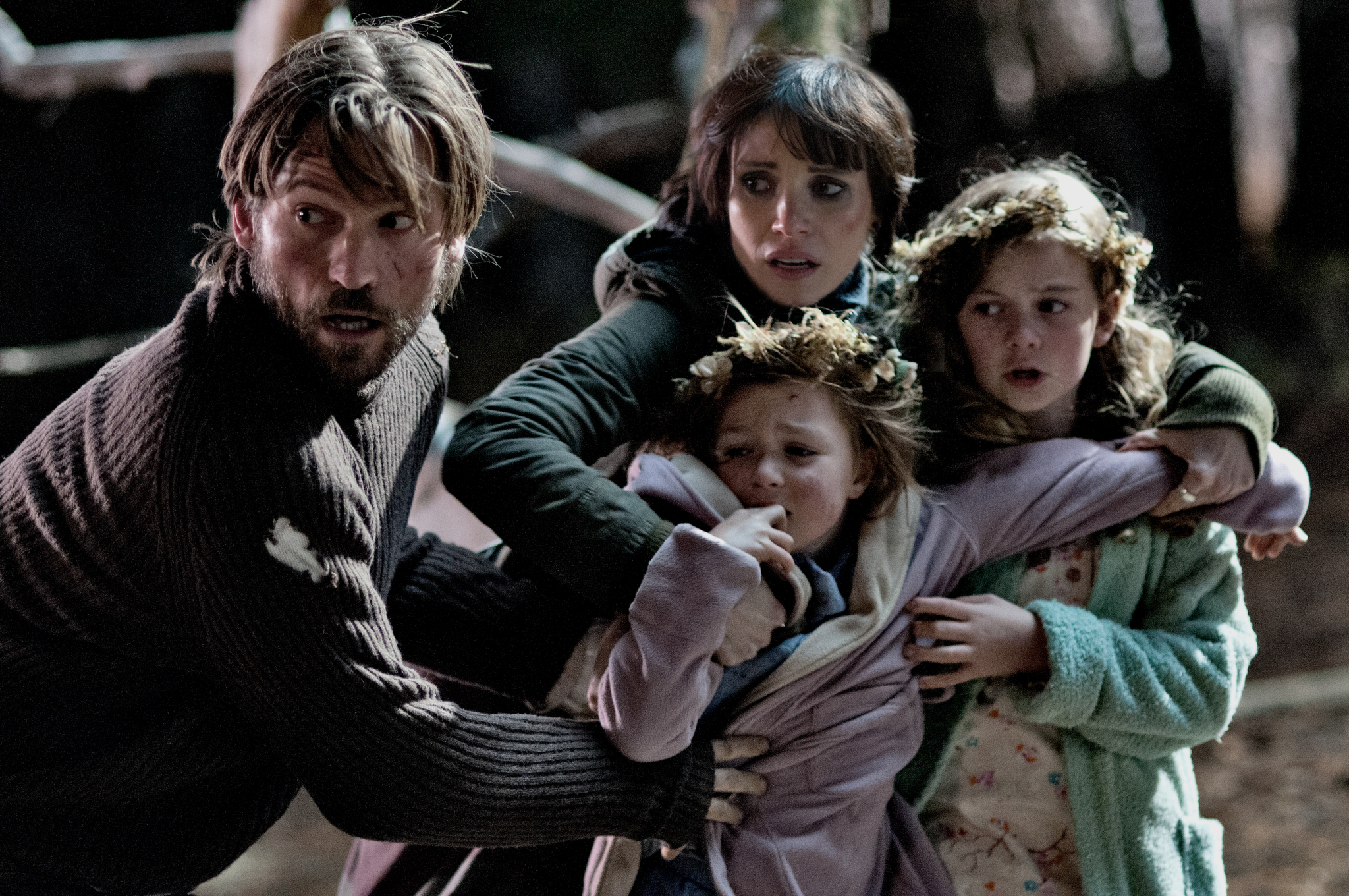 Nikolaj Coster-Waldau, Jessica Chastain, Megan Charpentier, and Isabelle Nélisse in Mama (2013)