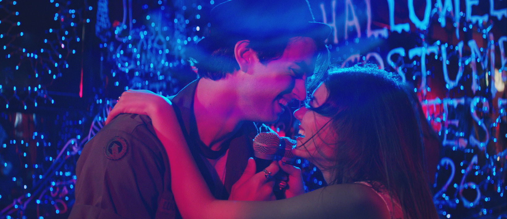 Victoria Justice and Pierson Fode in Naomi and Ely's No Kiss List (2015)