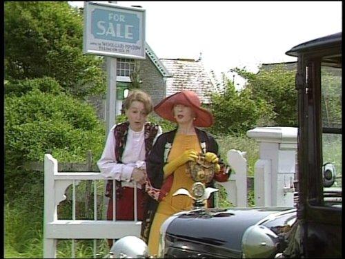 Cecily Hobbs and Geraldine McEwan in Mapp & Lucia (1985)