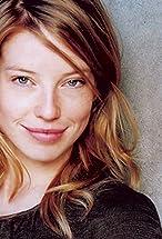 Joanna Douglas's primary photo