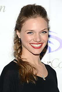 Tracy Spiridakos Picture