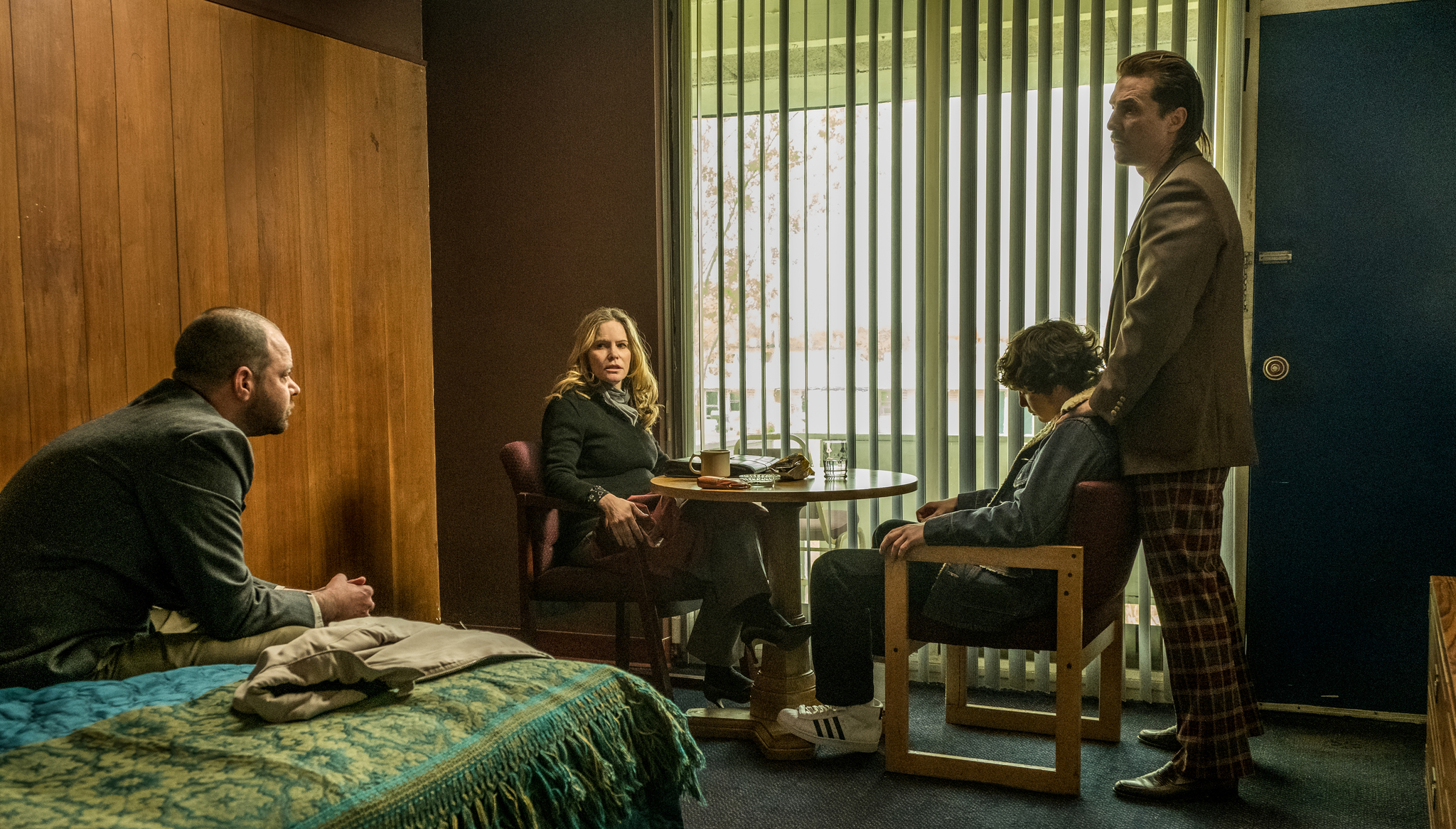 Matthew McConaughey, Jennifer Jason Leigh, Rory Cochrane, and Richie Merritt in White Boy Rick (2018)