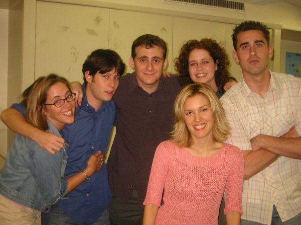"""2001 - DIrector/Writer Dan Abrams with the cast of """"THE R.A.s"""" (Jenna Fischer, Bob Gilliam, Josh Jacobson, Anna Cranage, Danielle Weeks) at the HBO/Warner Bros. Television Workspace"""