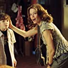 Elizabeth Banks and Austyn Myers in Meet Dave (2008)