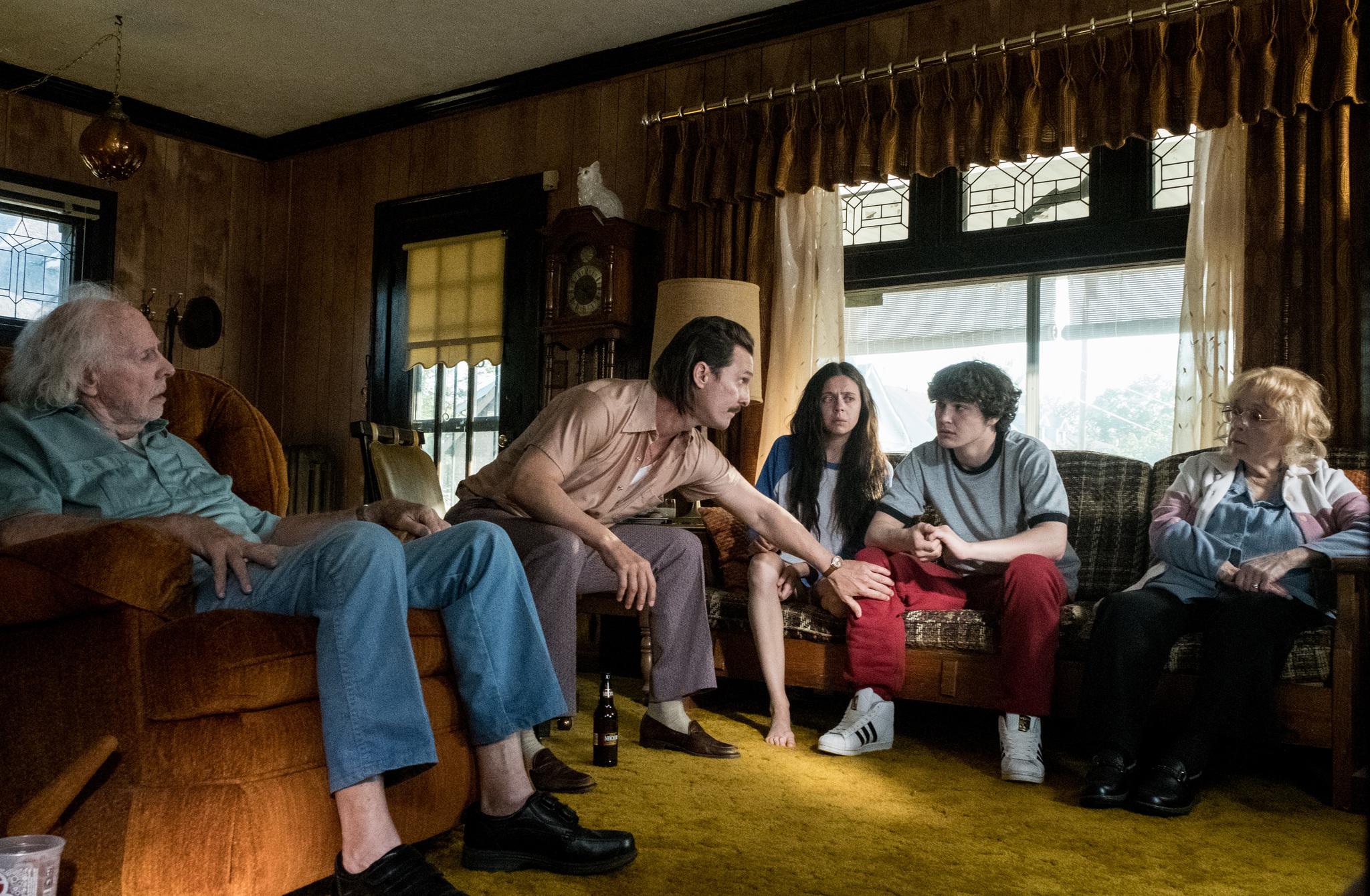 Matthew McConaughey, Bruce Dern, Piper Laurie, Bel Powley, and Richie Merritt in White Boy Rick (2018)