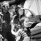 Kevin Costner, Jeanne Tripplehorn, and Tina Majorino in Waterworld (1995)