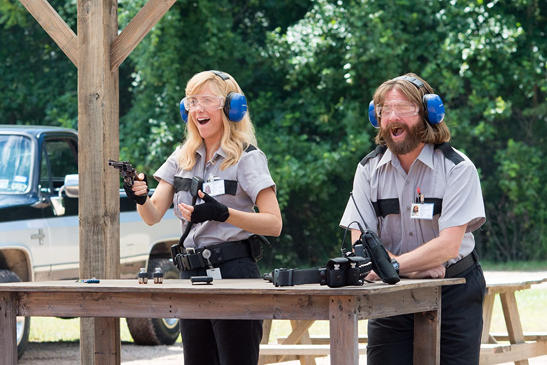 Zach Galifianakis and Kristen Wiig in Masterminds (2016)
