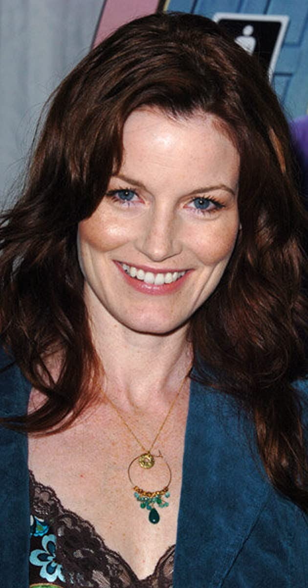 The 52-year old daughter of father (?) and mother(?) Laura Leighton in 2021 photo. Laura Leighton earned a  million dollar salary - leaving the net worth at 2 million in 2021