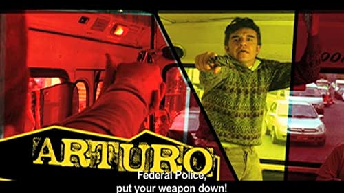 Oscar and Arturo survives the unemployment with a street routine where one plays a cop and the other one a thief. Thanks to this routine they are hire for a practical joke on a CEO. The performance turn out to be a set up and they end up chased by federal
