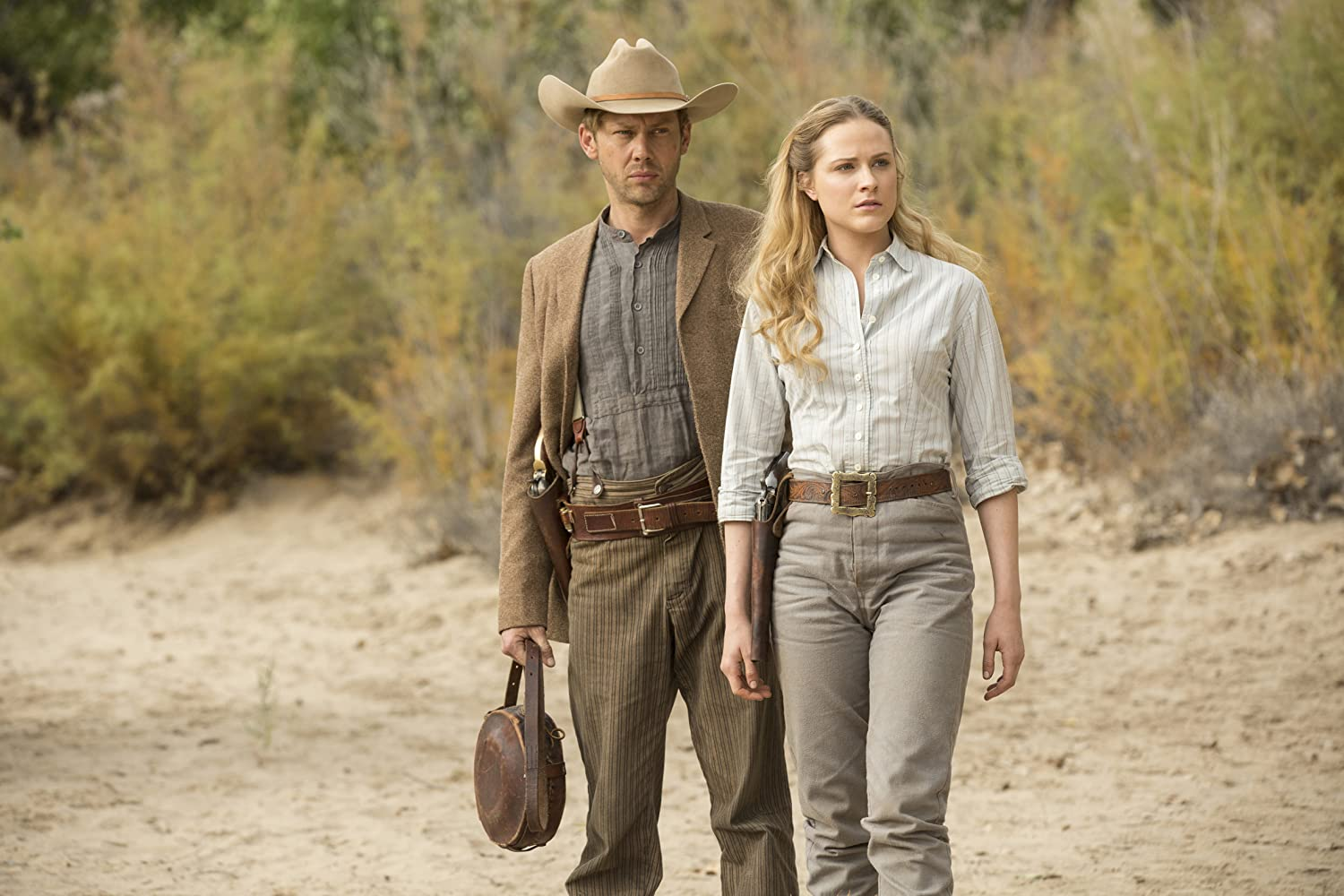 Jimmi Simpson dan Evan Rachel Wood dalam Westworld (2016)