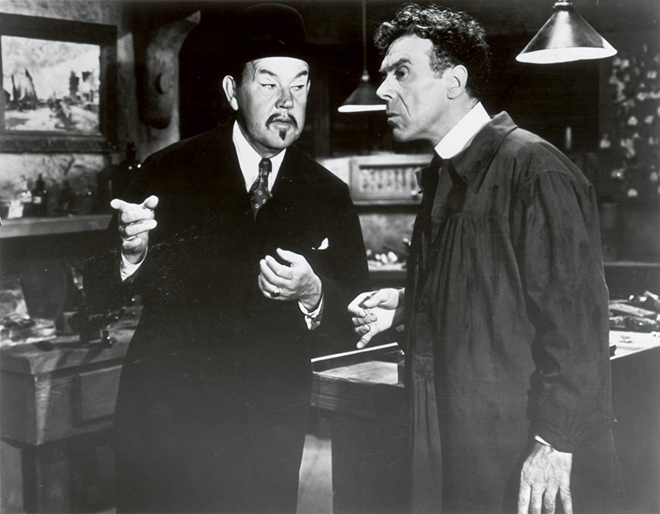 Leo G. Carroll and Sidney Toler in Charlie Chan's Murder Cruise (1940)