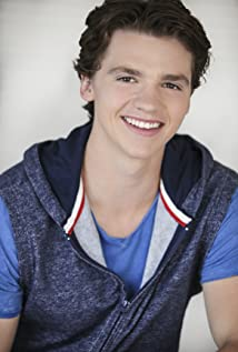 Joel Courtney Picture