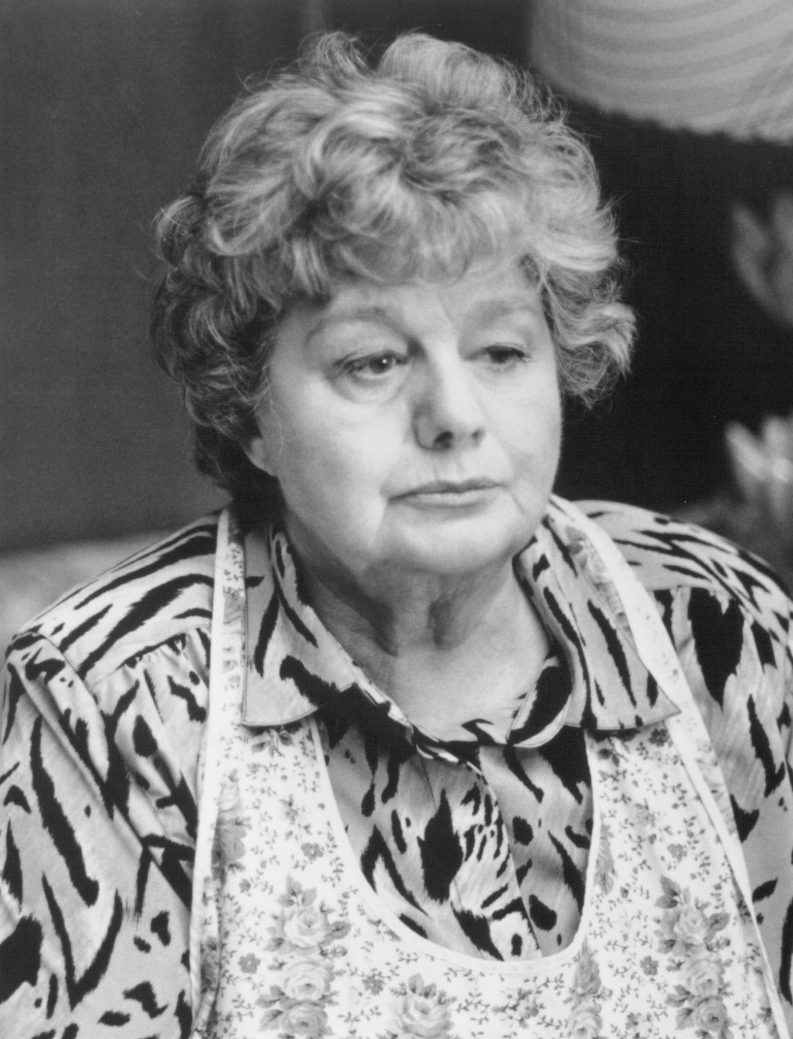 Shelley Winters in Jury Duty (1995)