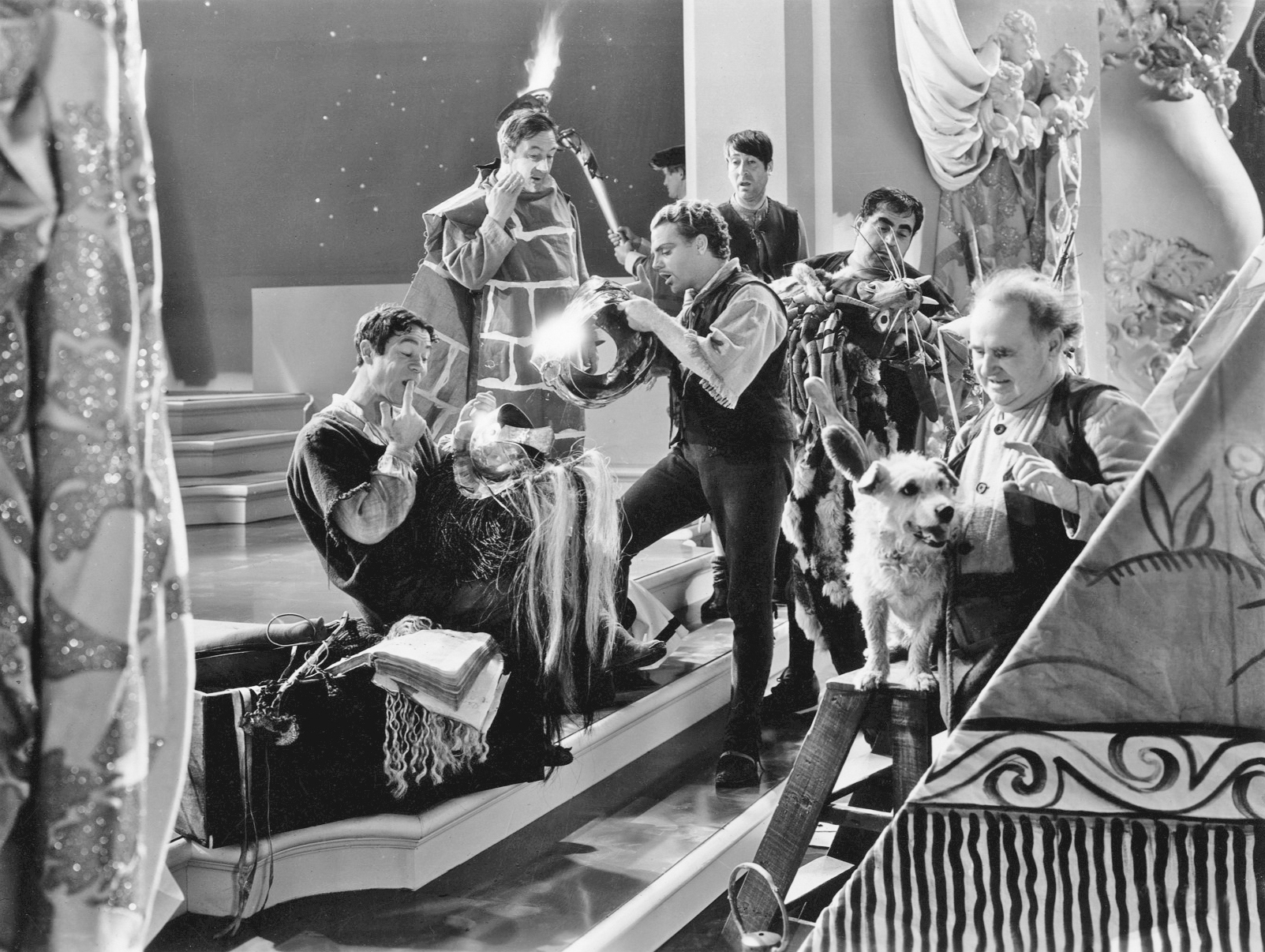 James Cagney, Hugh Herbert, Joe E. Brown, Otis Harlan, Frank McHugh, Dewey Robinson, and Arthur Treacher in A Midsummer Night's Dream (1935)