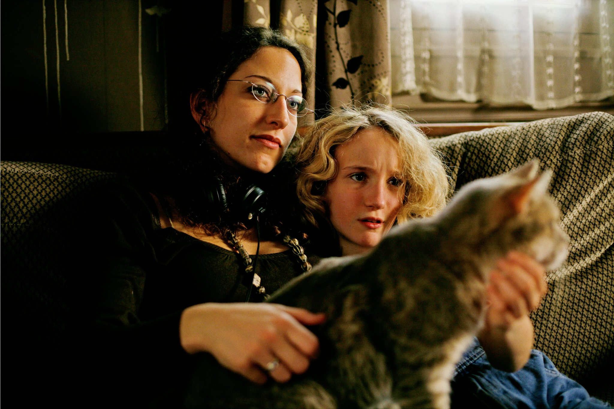 Mona Achache and Garance Le Guillermic in Le hérisson (2009)