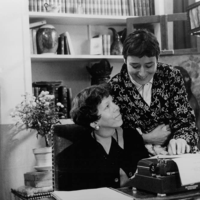 Linda Hunt and Linda Bassett in American Playhouse: Waiting for the Moon (1987)