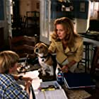 Tobey Maguire, Elizabeth Perkins, and Alexander Pollock in Cats & Dogs (2001)