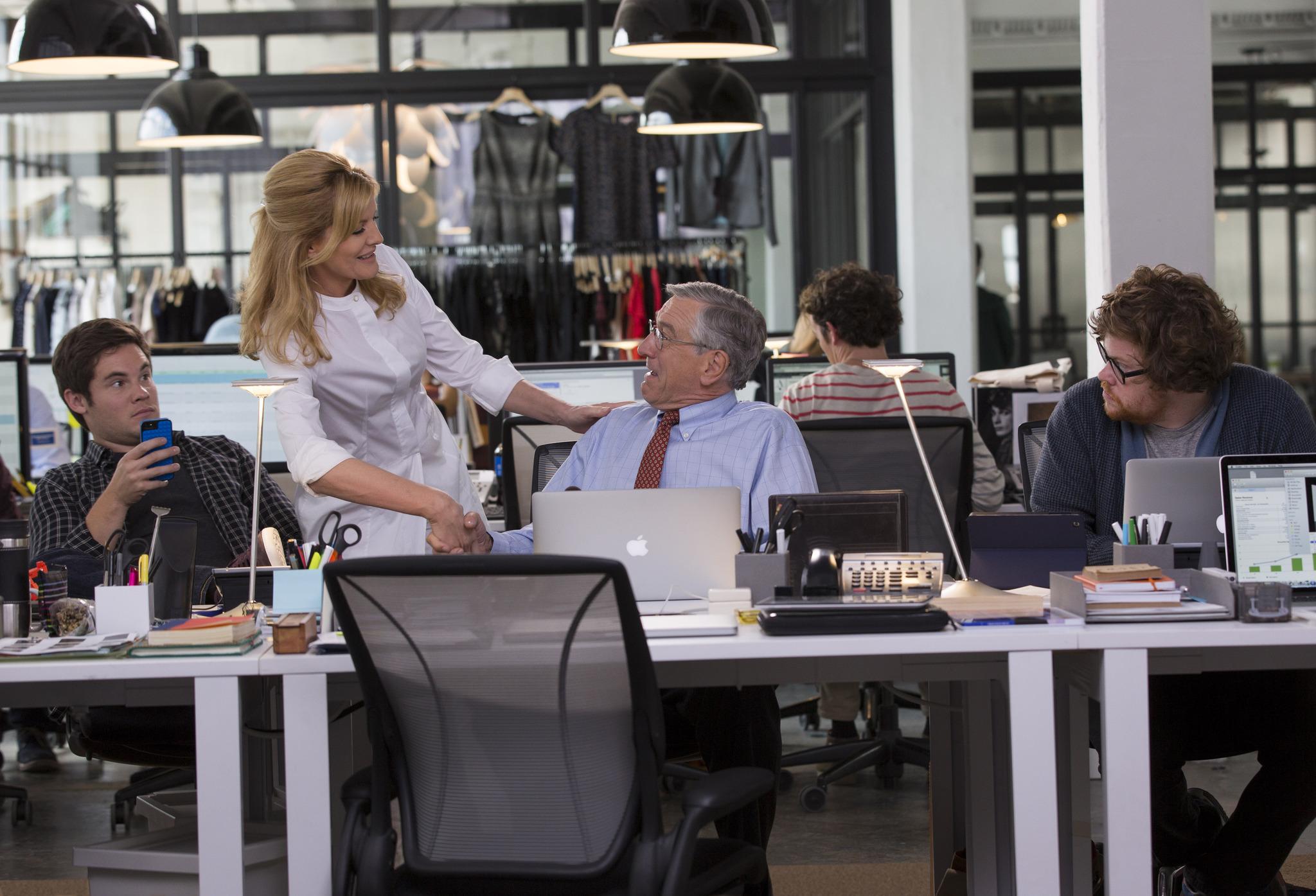 Robert De Niro, Rene Russo, Adam Devine, and Zack Pearlman in The Intern (2015)