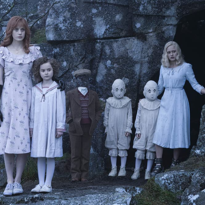 Ella Purnell, Pixie Davies, Lauren McCrostie, Cameron King, Thomas Odwell, and Joseph Odwell in Miss Peregrine's Home for Peculiar Children (2016)