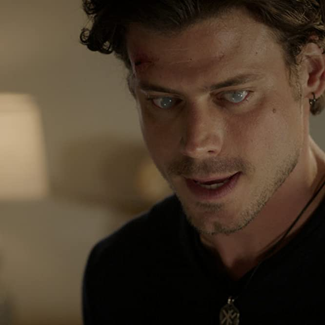 François Arnaud in Midnight, Texas (2017)