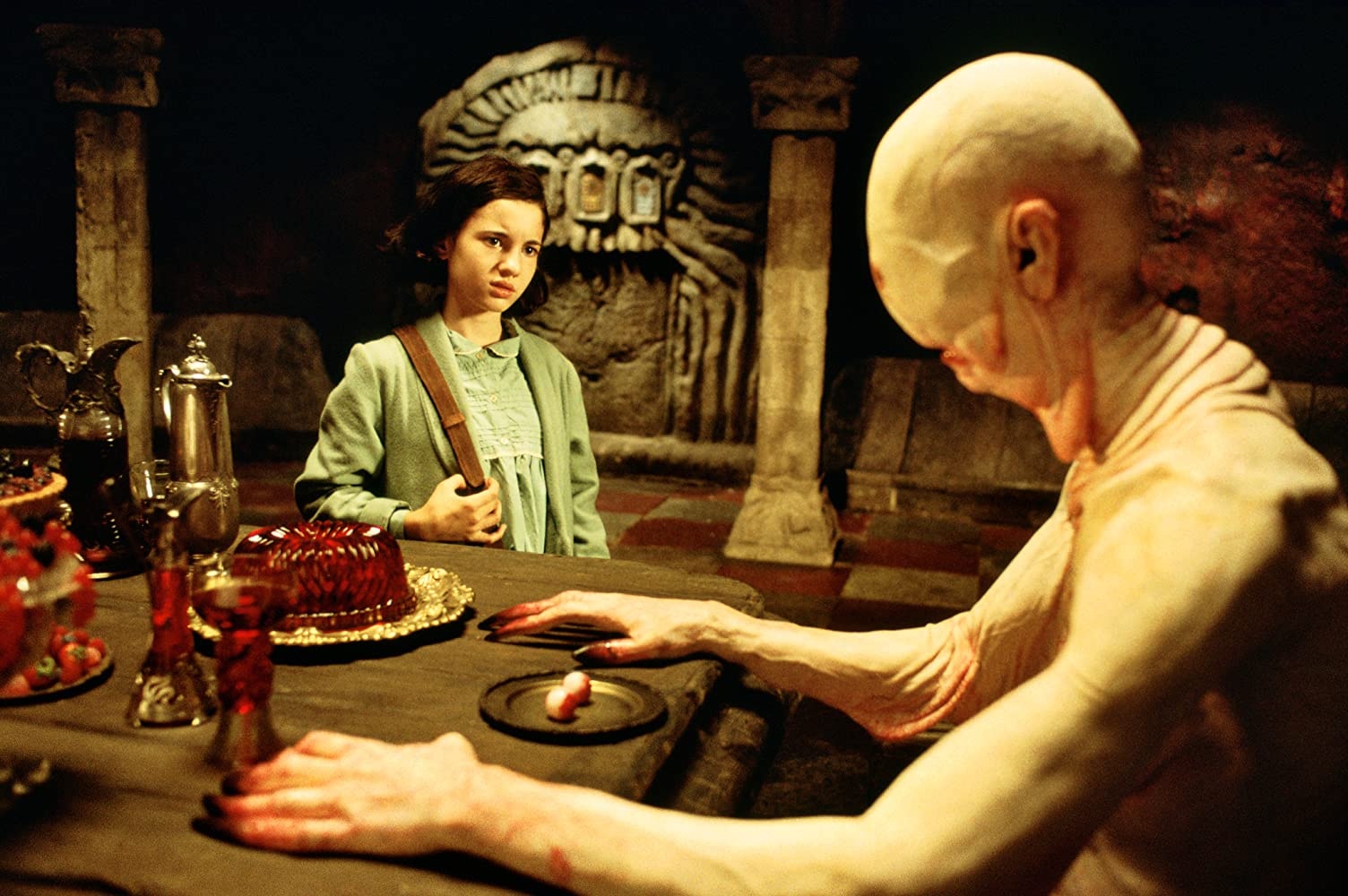 Doug Jones and Ivana Baquero in El laberinto del fauno (2006)