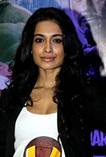 Sarah-Jane Dias Picture